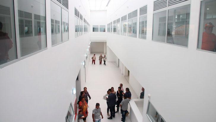 Gobernador gestiona dotación para hospital de Circasia