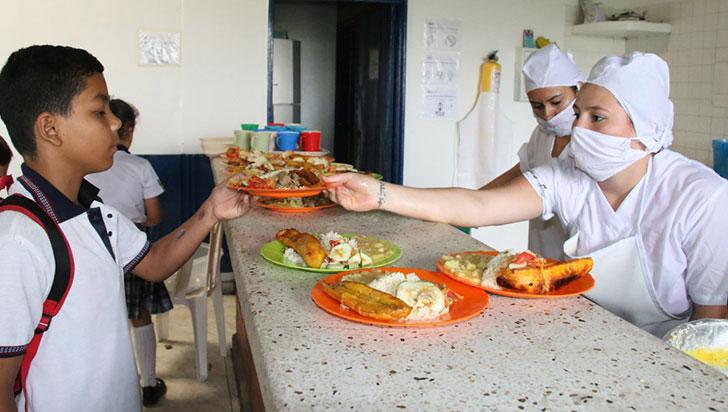 Se estudian 3 opciones para entregar alimentación escolar en las casas
