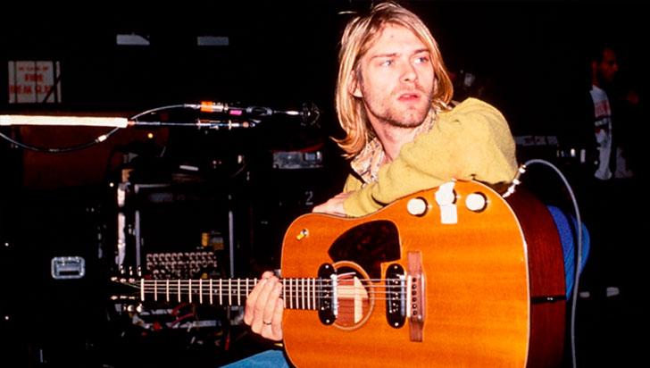 """Subastan la guitarra con la que Kurt Cobain tocó en el disco """"MTV Unplugged"""""""