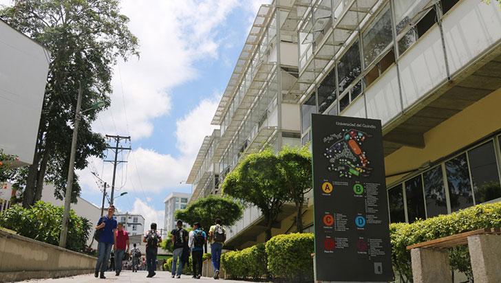 Universitarios reclaman por cobros indebidos para grados