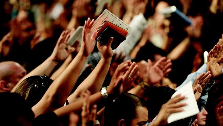 Trump autoriza a las iglesias a reabrir sus puertas