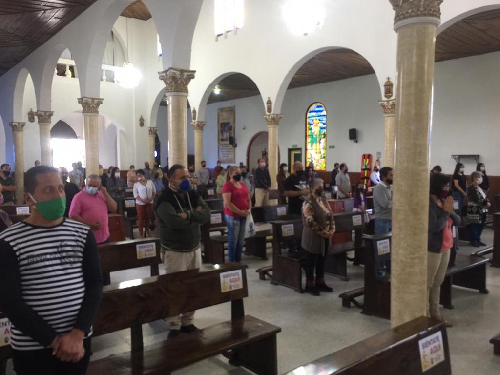 Feligreses vuelven a las iglesias
