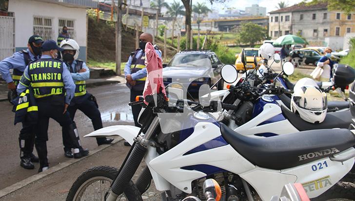 Condiciones laborales 'en contravía' de los agentes de tránsito