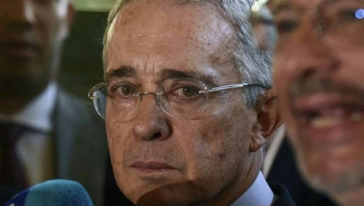 La defensa de Uribe pedirá su libertad tras entrega del caso a la Fiscalía