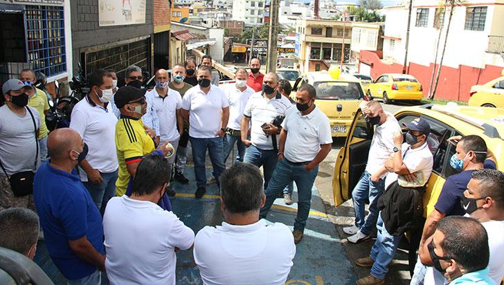 Taxistas insisten en el cambio del pico y placa