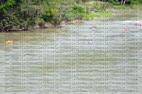 Once familiares desaparecidos al caer carro al río