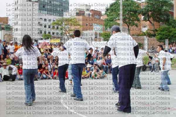 Desfile y cultura en día nacional de la Juventud