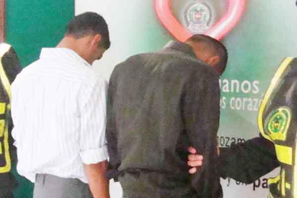 Capturados dos asaltantes en instalaciones de banco