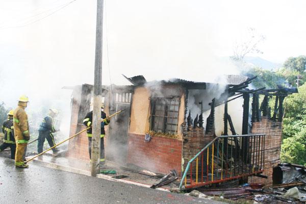 Se incendió casa en la 'Curva del Diablo'