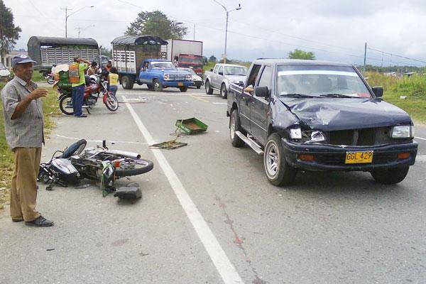 Un lesionado en choque con camioneta