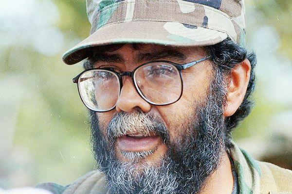 El jefe de las FARC abrió la puerta para negociar la paz con Uribe