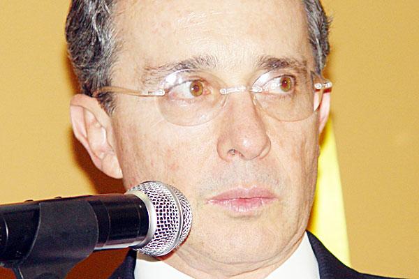 """""""Es imposible recomponer relaciones con el gobierno de Uribe"""": Chávez"""