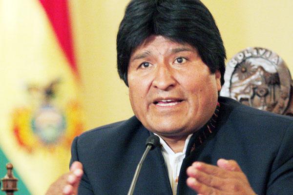 Morales tacha de 'traidores' a quienes permiten presencia militar extranjera
