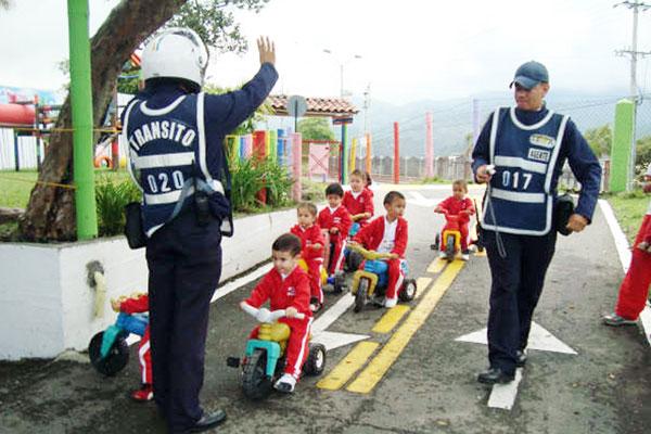 Labor de los agentes de tránsito es una profesión