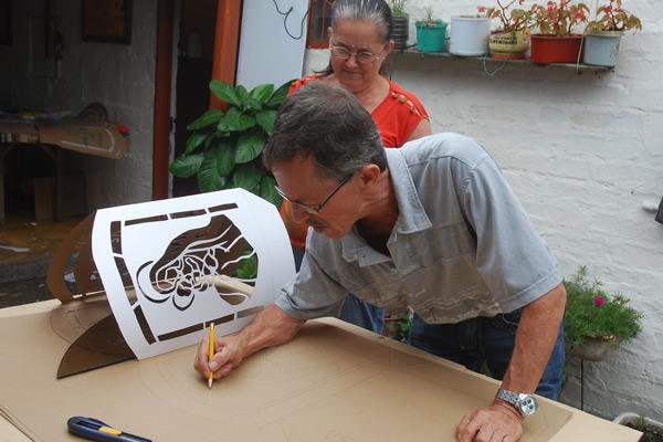 Cartulina colb n papel seda y madera materiales for Disenos de faroles
