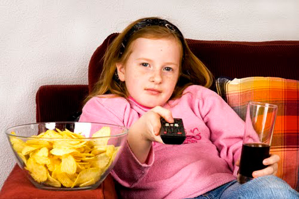 La televisión en el cuarto de los niños: una idea errónea