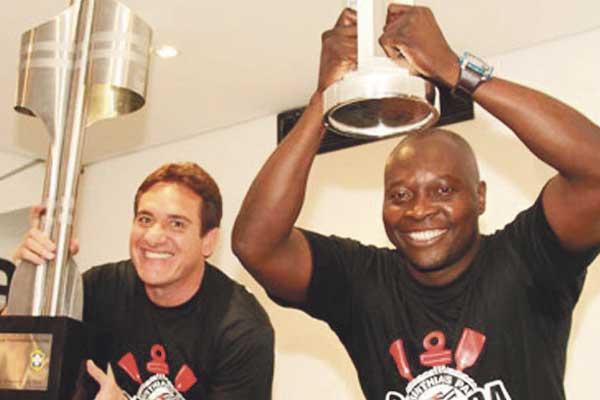 El Corinthians homenajeó a dos exjugadores