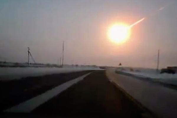 suman-mil-heridos-por-cada-de-meteorito-en-rusia