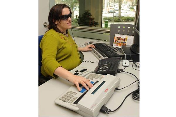 Desarrollan novedosa aplicación de correo  electrónico para discapacitados visuales