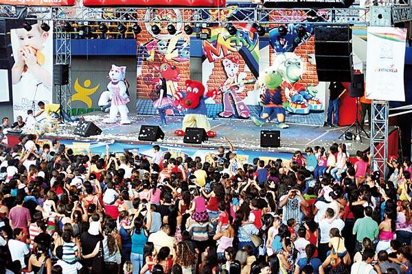 M s de 8 mil personas asistieron a la celebraci n del d a Noticias del dia en el mundo del espectaculo