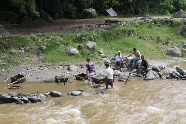 Mineros del Quindío se unen al paro en un punto entre Caldas y Risaralda
