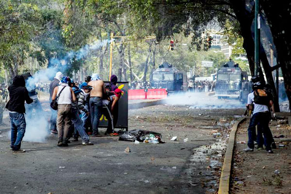 Unasur pide compromiso en deponer la violencia