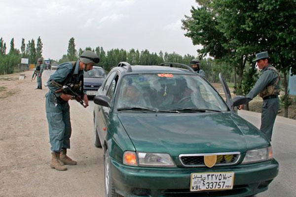 Mueren 12 civiles que iban a una boda al explotar una bomba en Afganistán