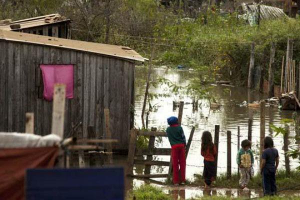 son-casi-200-mil-los-desplazados-por-las-inundaciones-en-paraguay
