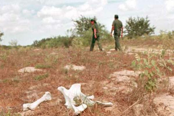 Descubren cementerio de inmigrantes en frontera México - Estados Unidos