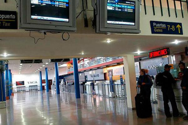 enfermo-mental-atac-a-siete-personas-con-un-cuchillo-en-aeropuerto-de-la-paz