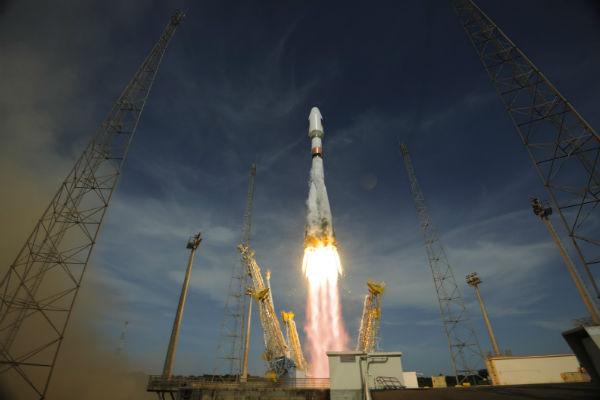 Rusia lanzó al espacio su nuevo cohete portador Angará