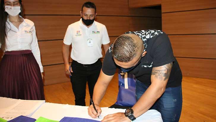 46 deportistas firmaron acuerdo para representar al Quindío