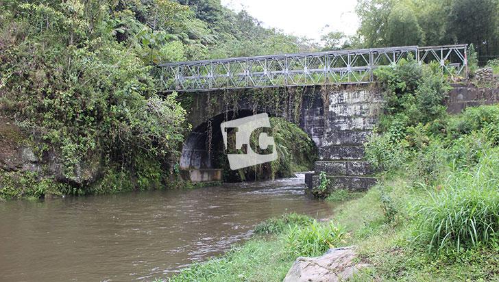 Puente Los Aguadeños entre Filandia y Circasia, sin utilidad