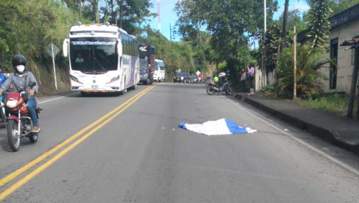 Joven muerto en Calarcá se le habría lanzado al tractocamión: subsecretario de Movilidad