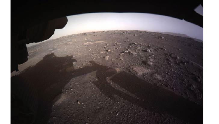 El Perseverance toma la primera foto en color de la superficie de Marte