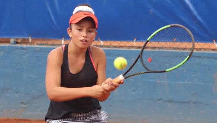 Ivana Castillo Hurtado, llegó hasta la semifinal del Asunción Bowl