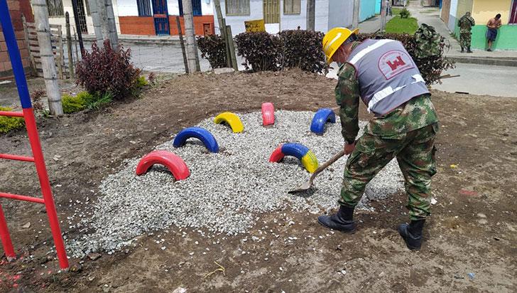 Octava Brigada construyó parque infantil en La Tebaida