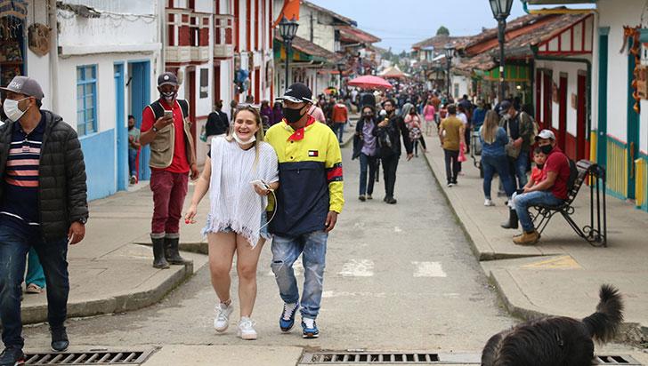 en-plena-alerta-por-tercer-pico-de-la-pandemia-el-quindio-se-alista-para-recibir-a-200000-turistas