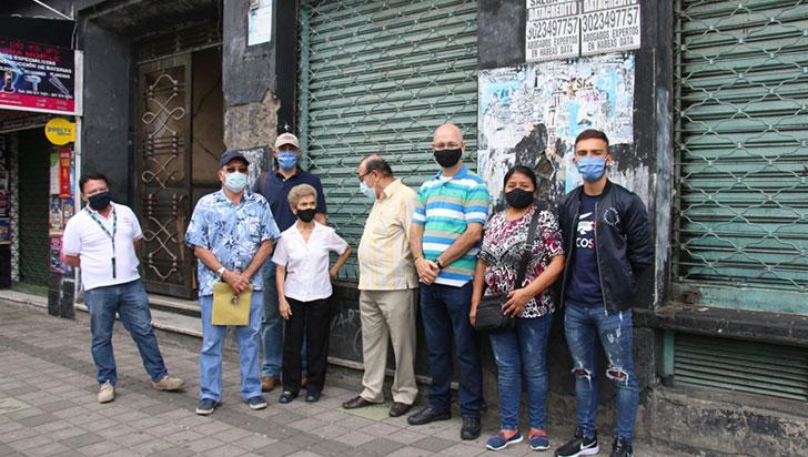 Buscan desalojar a extrabajadores de almacenes El Lobo del edificio Gómez