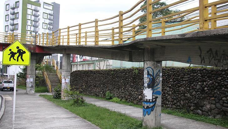 La inseguridad, un problema común en los puentes peatonales de Armenia