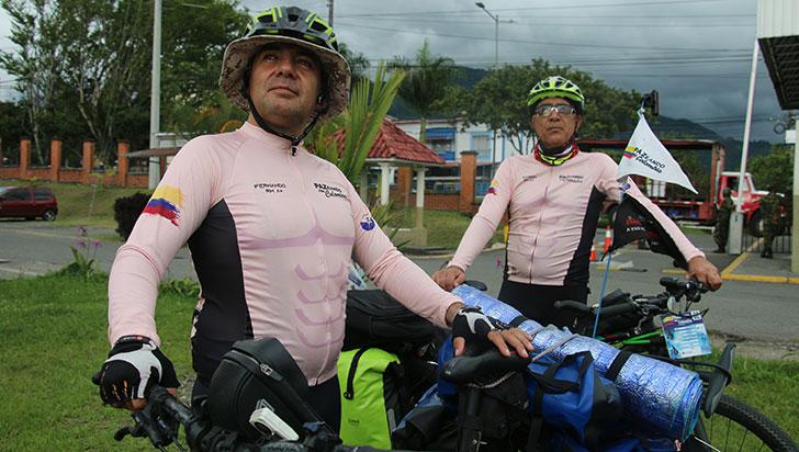 Los aventureros que están paZeando en bicicleta por Colombia