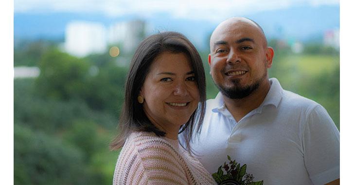 Verónica y Julián,  un amor hallado por el café