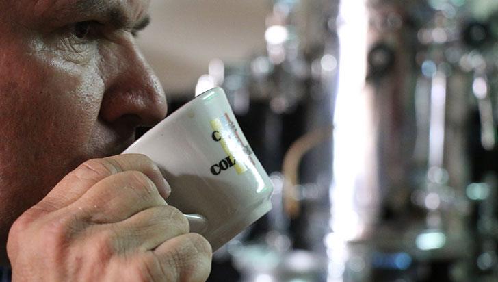 Consumo diario de café está asociado a menor incidencia de covid-19