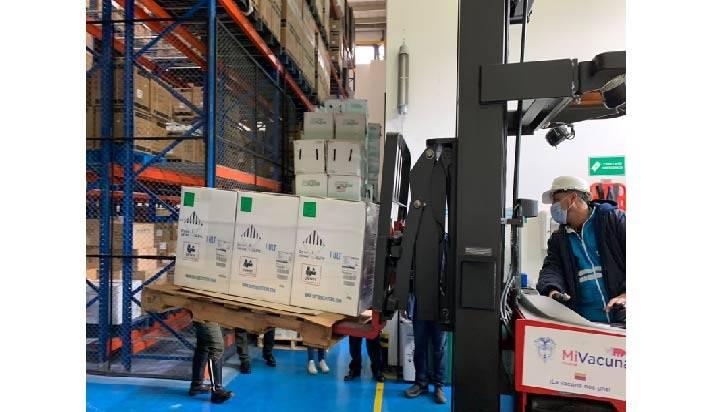 España donará casi un millón de dosis de vacunas de AstraZeneca a Colombia