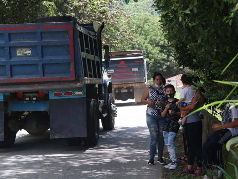 Alerta en la vía de la vereda Los Balsos