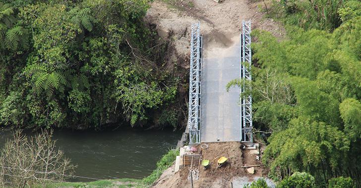 """""""Para qué un puente de $1.650 millones si no hay vías que unan"""""""