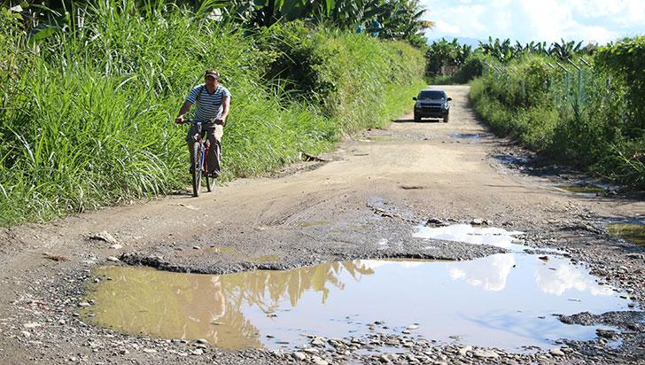 Mal estado de la vía a la vereda Maravélez afecta la dinámica económica de la zona