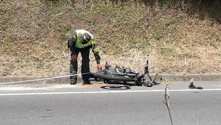Dos lesionados en aparatoso accidente en la autopista del Café