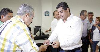 Padre Carlos Eduardo Osorio aspira a recoger 100 mil firmas para su candidatura