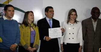 Carlos Eduardo Osorio recibió su credencial de gobernador